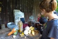 Préparation d'un curry avec malanga et bananes plantains