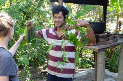 Alejandro avec du luffa